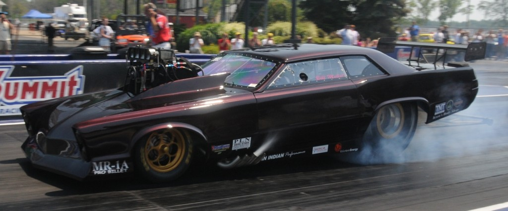 Bill Mellott 1965 Pro Mod Pontiac GTO burnout at Norwalk